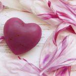 恋愛運を高めるパワーストーンとその利用方法