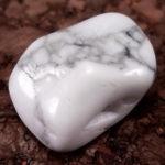 ハウライト ~心を綺麗にし、悪しきものを遠ざける白き石